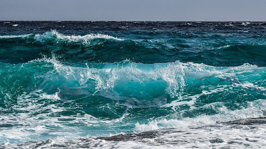 onde del mare a ricordare le blue biotech